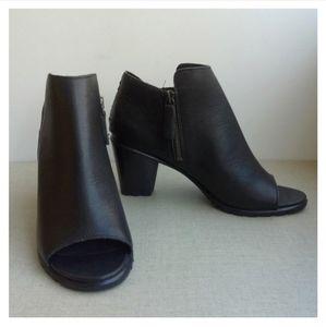 Sorel Women US 9.5 Nadia Leather Side Zip Booties